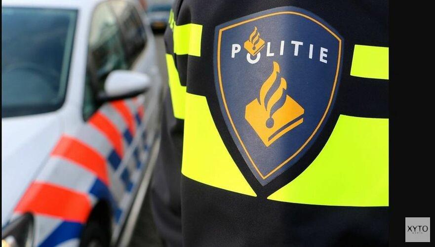 Parkerende vrouw richt ravage aan bij winkelcentrum in Zaandam