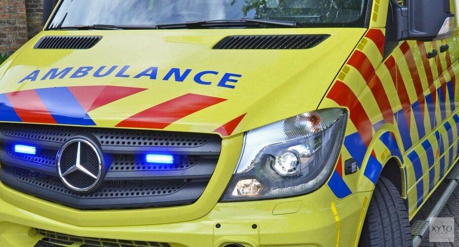 Bestelbus gelanceerd op rotonde Westzaan: bestuurder gewond