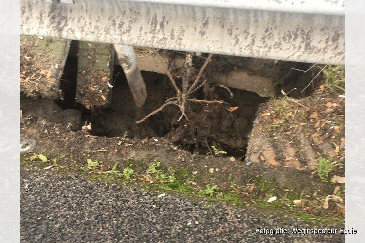 """Dichten sinkhole A8 duurt tot de ochtendspits: """"Stuk asfalt verwijderen"""""""