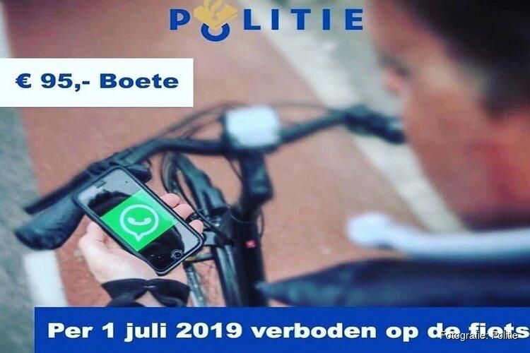 Het is zover: Appen ook op de fiets verboden