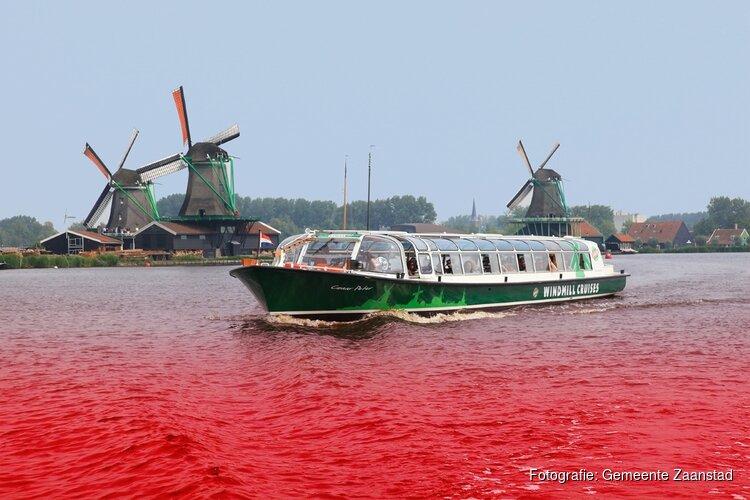 Jan Hamming gids bij boottocht Arie Lemsfonds