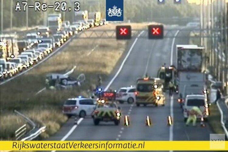 Lange file door ongeluk op A7: weg richting Hoorn dicht
