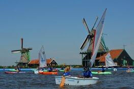 Kinderen kunnen gratis kennismaken met de watersport bij Optimist on Tour op de Zaanse Schans