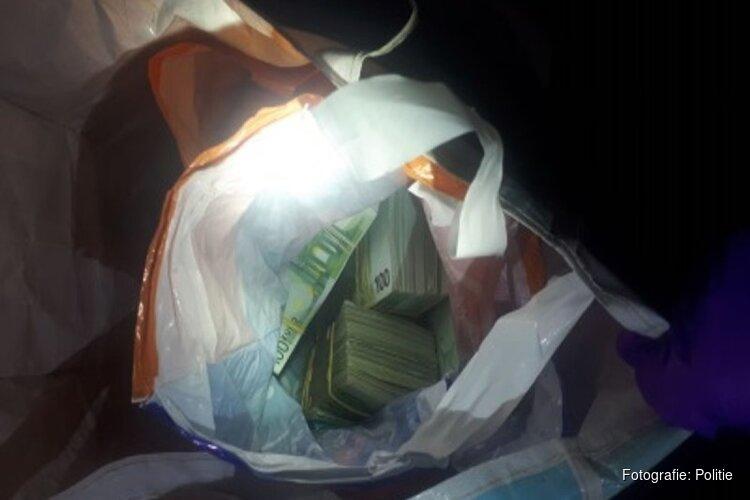 Politie vindt 700.000 euro aan biljetten in auto 25-jarige Zaandammer