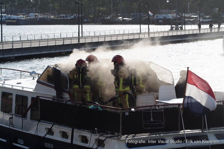 Brand op boot in Zaandam
