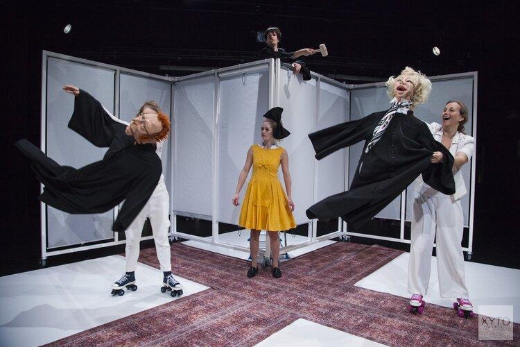 Een ode aan de kinderlijke twijfel Jeugdtheatervoorstelling 'Hoe Mieke Mom haar maffe moeder vindt'