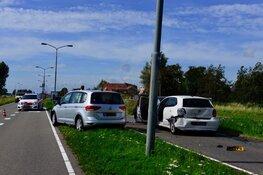 Vier auto's tegen elkaar gereden