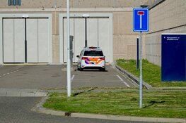 Gedetineerde steekt celgenoot meerdere keren met schilmesje in gevangenis Westzaan