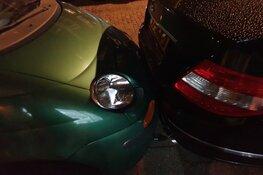 Auto raakt acht andere auto's