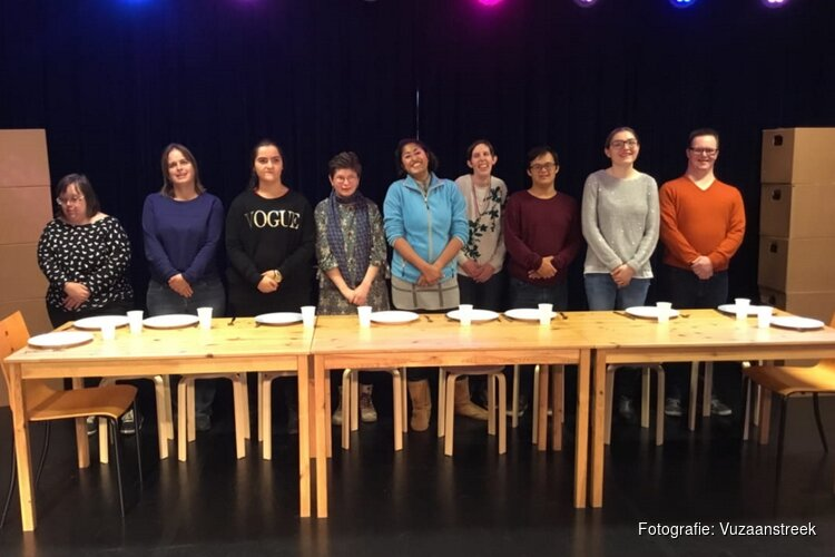 Optreden Theatergroep Odion op de Zaanse Uitmarkt