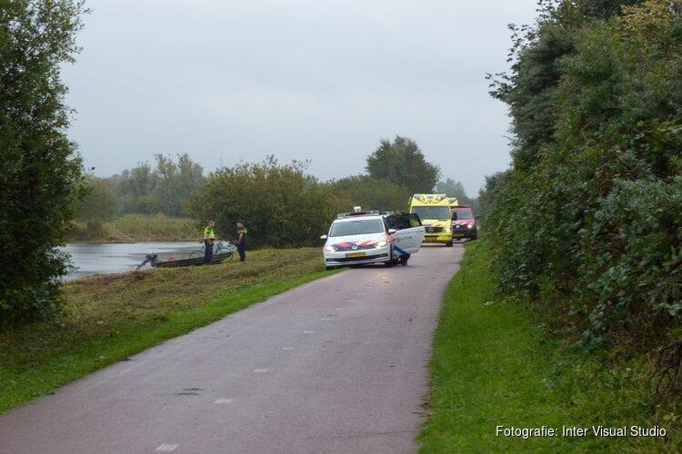 Bootje stuurloos in Guisveld