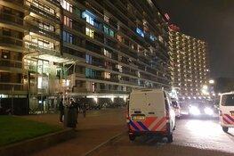 Vuurwerk afgestoken bij flat Brandaris in Zaandam