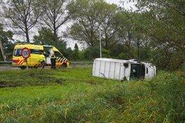 Bestelbus crasht langs A7