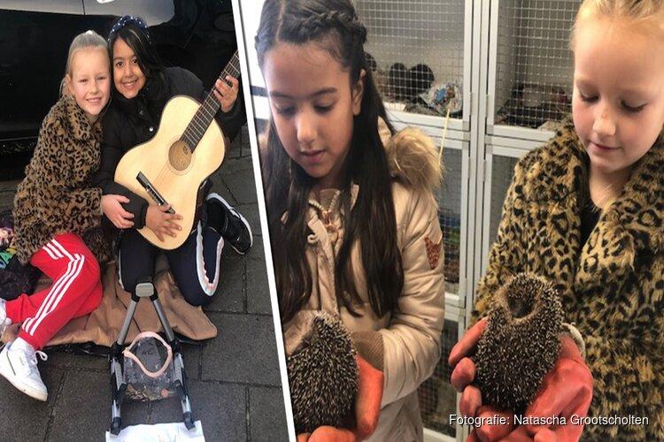 Bobbie (8) en Heavenly (9) zamelen met straatoptreden geld in voor zieke egeltjes
