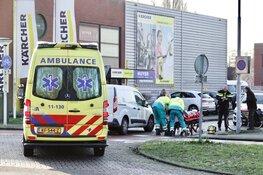 Oude man gewond na aanrijding met bestelbus