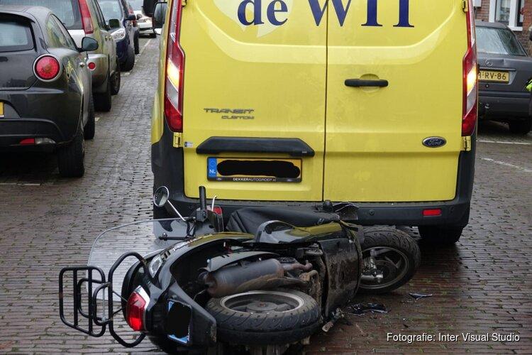 Ongeluk met achteruit rijdende bestelbus