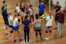 Zaanstad-heren-1 geeft volleybalclinic bij VCC