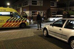 Scooterrijder afgevoerd naar het ziekenhuis na harde aanrijding met auto in Assendelft