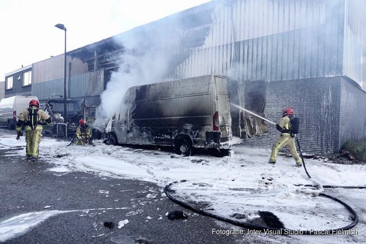 Grote brand bij bedrijfspand Zaandam