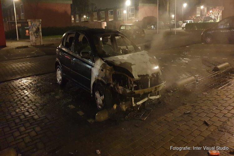 'Politie en brandweer bekogeld tijdens autobrand in Zaandamse wijk Poelenburg'