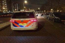 Gewapende overvaller rijdt met gestolen bestelauto op politie in: agent vuurt gericht