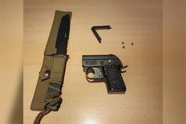 Zaans stel poseert met wapens op social media: mes en neppistool ingenomen