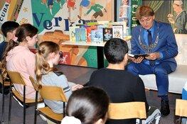 Burgemeester Hamming geeft startsein Zaanse Kinderjury