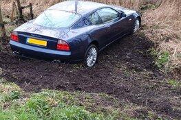 Peperdure Maserati uit de bocht
