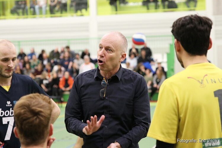 Zaanstad neemt afscheid van trainer Sandor Rieuwers