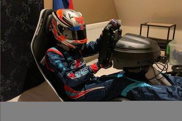 Kartkampioen Dylan Visser (12) racet net als Max Verstappen veel op de simulator