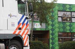 Mobiel Media Lab van de politie bij basisschool in Assendelft