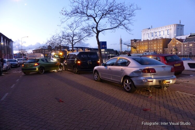 Botsing tussen vier voertuigen in Wormerveer