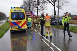Auto tegen boom gereden in Zaandam, bestuurder gewond