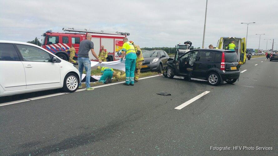 Flinke aanrijding op N246: gewonde naar ziekenhuis