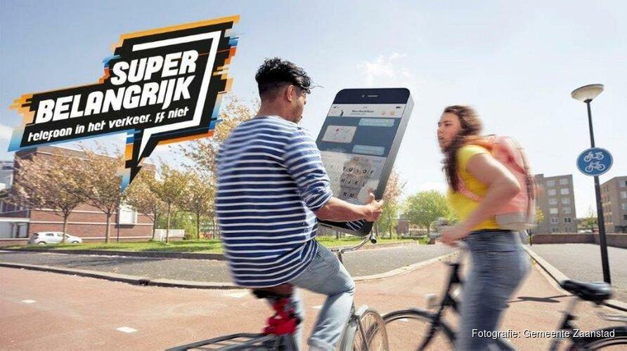 Zaanstad start campagne telefoongebruik fietsers en voetgangers