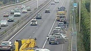 Meerdere auto's botsen op elkaar bij A7 Zaandam