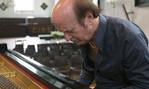 """René van Sluis presenteert zijn CD """" Chopin, Schumann, Brahms"""" in de Verkadezaal in Zaandam"""